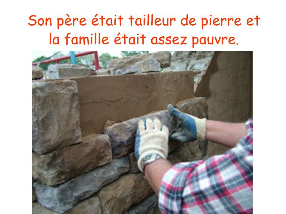 Son père était tailleur de pierre et la famille était assez pauvre.