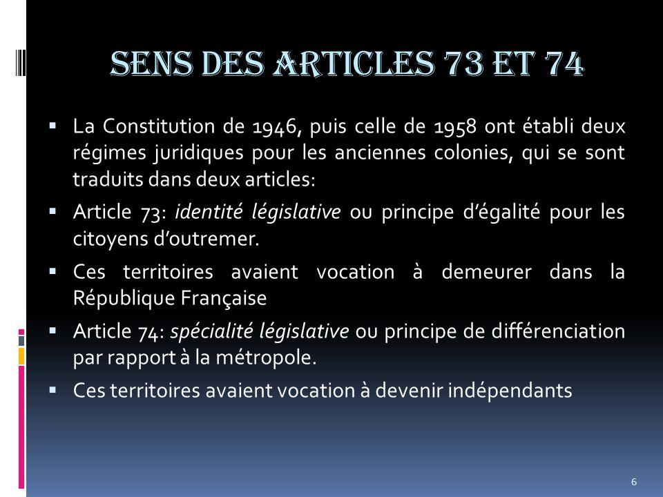Sens des articles 73 et 74 Ainsi, si au niveau métropolitain, le droit public sapplique de façon indifférenciée à tous, dans les collectivités doutre mer, deux principes dapplication existent: -1) Dans les DOM, le principe didentité législative de l article 73.