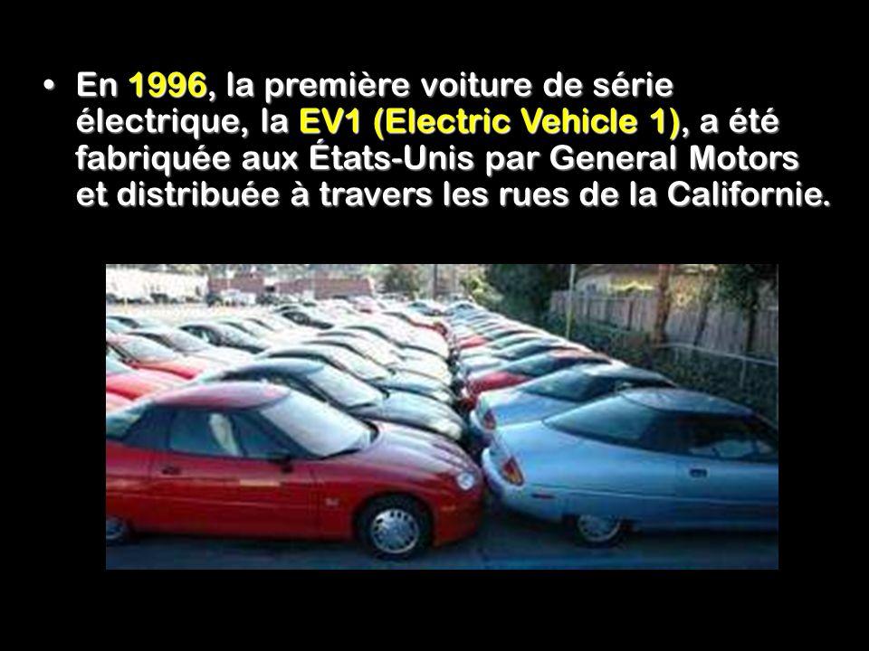 En 1996, la première voiture de série électrique, la EV1 (Electric Vehicle 1), a été fabriquée aux États-Unis par General Motors et distribuée à travers les rues de la Californie.En 1996, la première voiture de série électrique, la EV1 (Electric Vehicle 1), a été fabriquée aux États-Unis par General Motors et distribuée à travers les rues de la Californie.