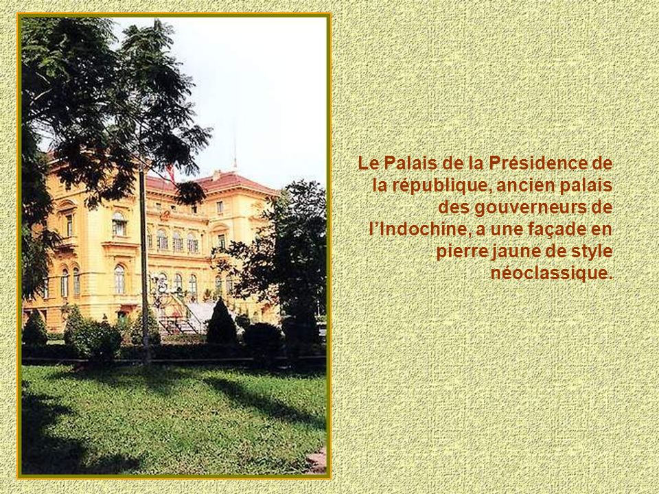 Musée de lHistoire crée en 1898 par Paul Doumer, alors Gouverneur de lIndochine. Il fut achevé en 1930.