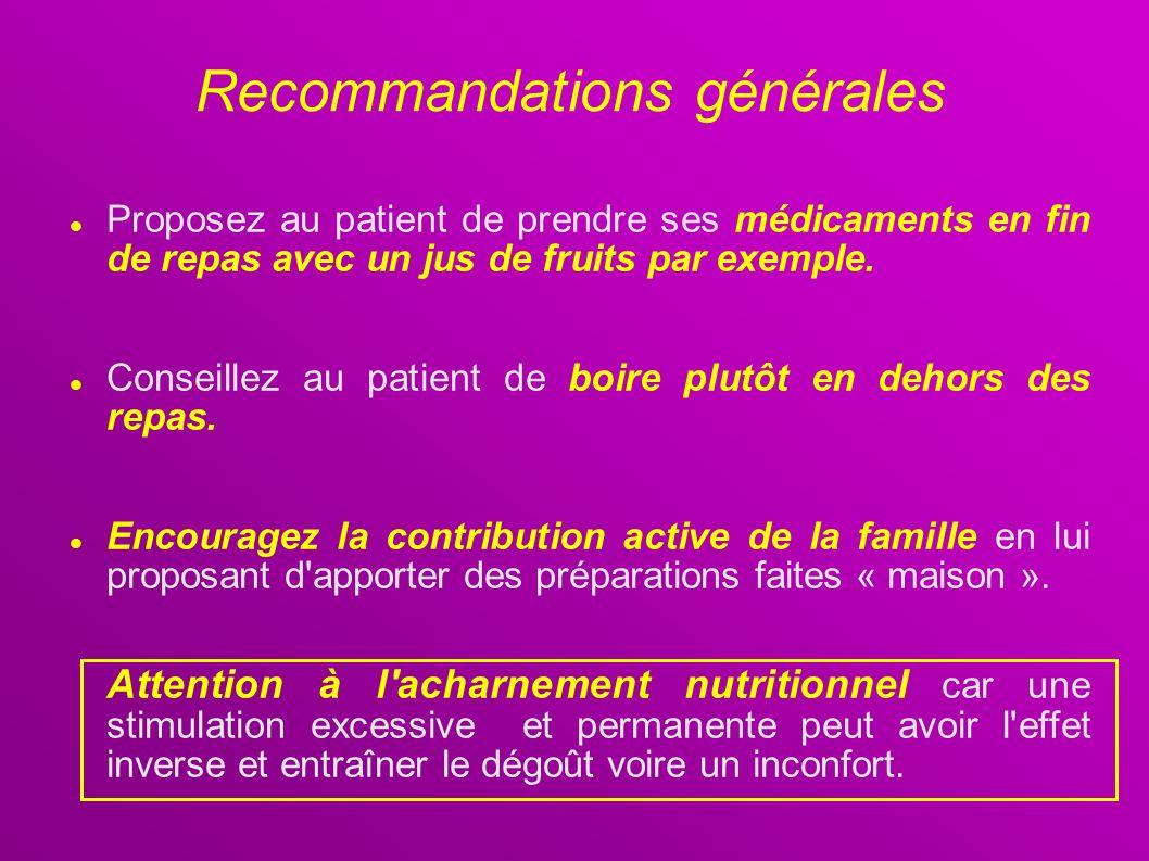 Proposez au patient de prendre ses médicaments en fin de repas avec un jus de fruits par exemple. Conseillez au patient de boire plutôt en dehors des