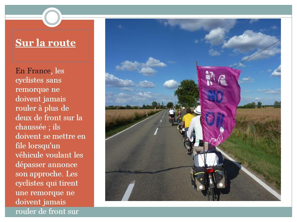 Sur la route En Belgique, les cyclistes constituant un groupe (groupé) de plus de 15 ne sont pas tenus d'emprunter les pistes cyclables. Ils peuvent t
