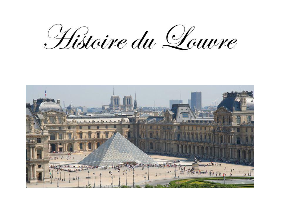 Le palais du Louvre est un ancien palais royal situé à Paris sur la rive droite de la seine.