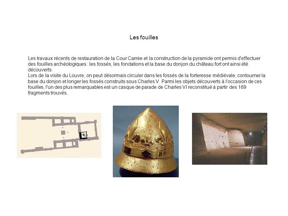 Les fouilles Les travaux récents de restauration de la Cour Carrée et la construction de la pyramide ont permis d'effectuer des fouilles archéologique