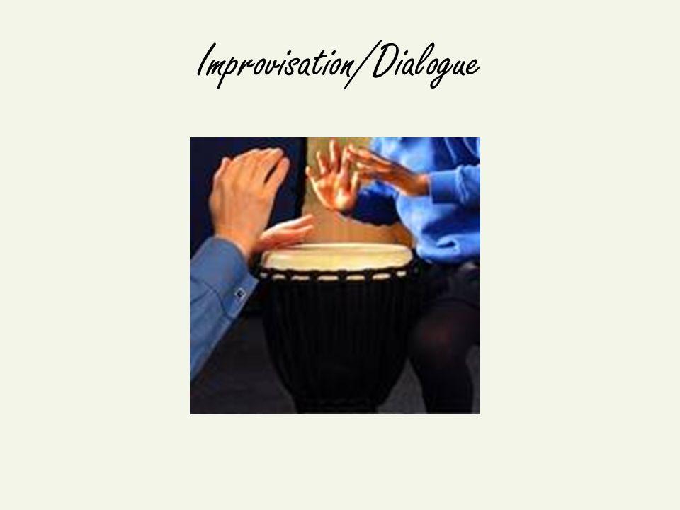 Musicothérapie communautaire Une approche qui implique un travail collectif musical dans un contexte qui reconnaît les facteurs sociaux et culturels de la santé, la maladie, les relations et la musique.