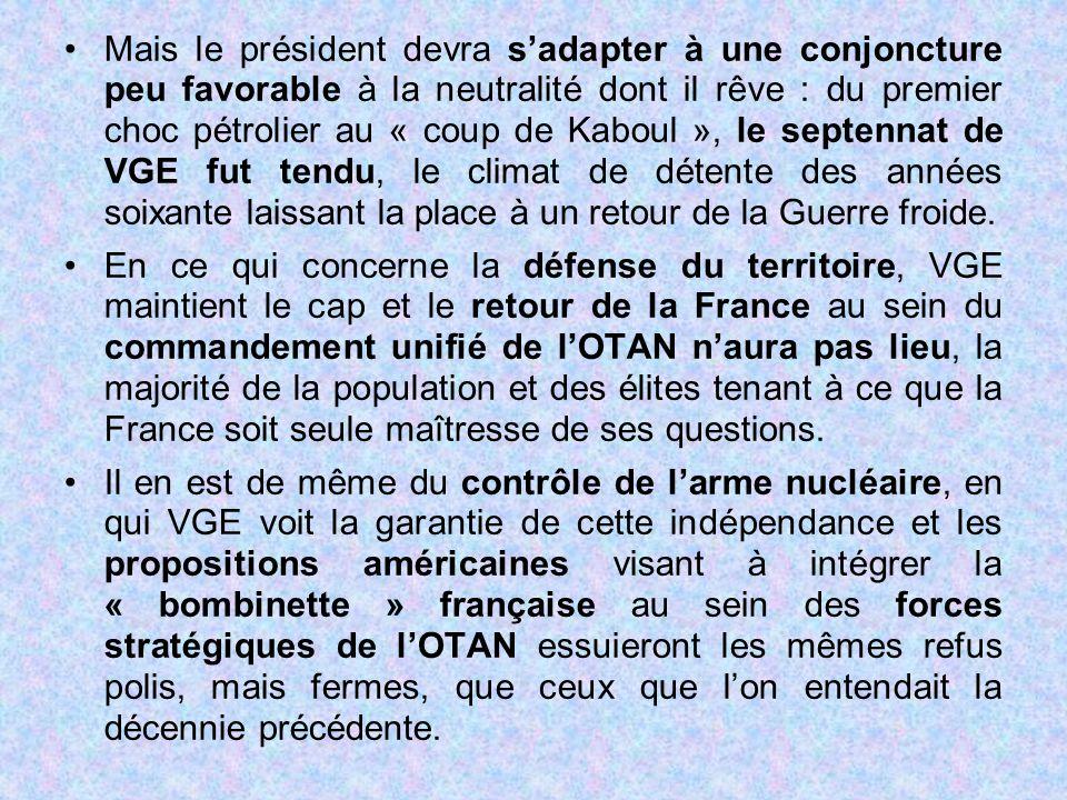 Mais le président devra s'adapter à une conjoncture peu favorable à la neutralité dont il rêve : du premier choc pétrolier au « coup de Kaboul », le s