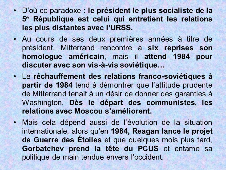 D'où ce paradoxe : le président le plus socialiste de la 5 e République est celui qui entretient les relations les plus distantes avec l'URSS. Au cour