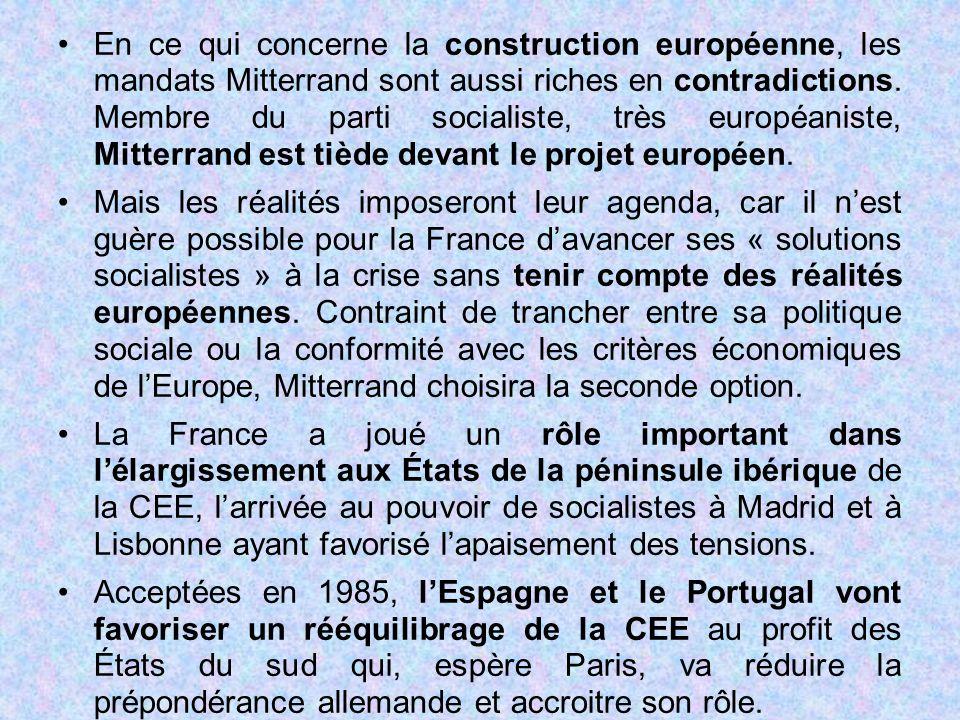En ce qui concerne la construction européenne, les mandats Mitterrand sont aussi riches en contradictions. Membre du parti socialiste, très européanis