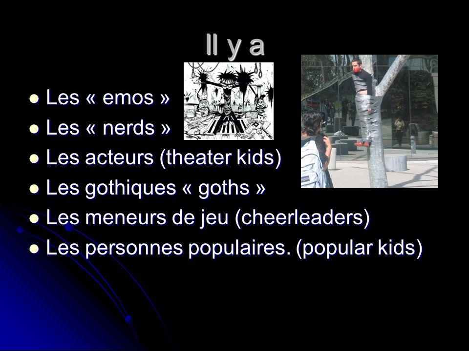 Il y a Les « emos » Les « emos » Les « nerds » Les « nerds » Les acteurs (theater kids) Les acteurs (theater kids) Les gothiques « goths » Les gothiqu