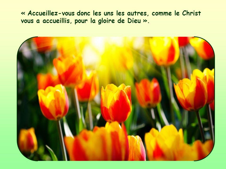 « Accueillez-vous donc les uns les autres, comme le Christ vous a accueillis, pour la gloire de Dieu ».