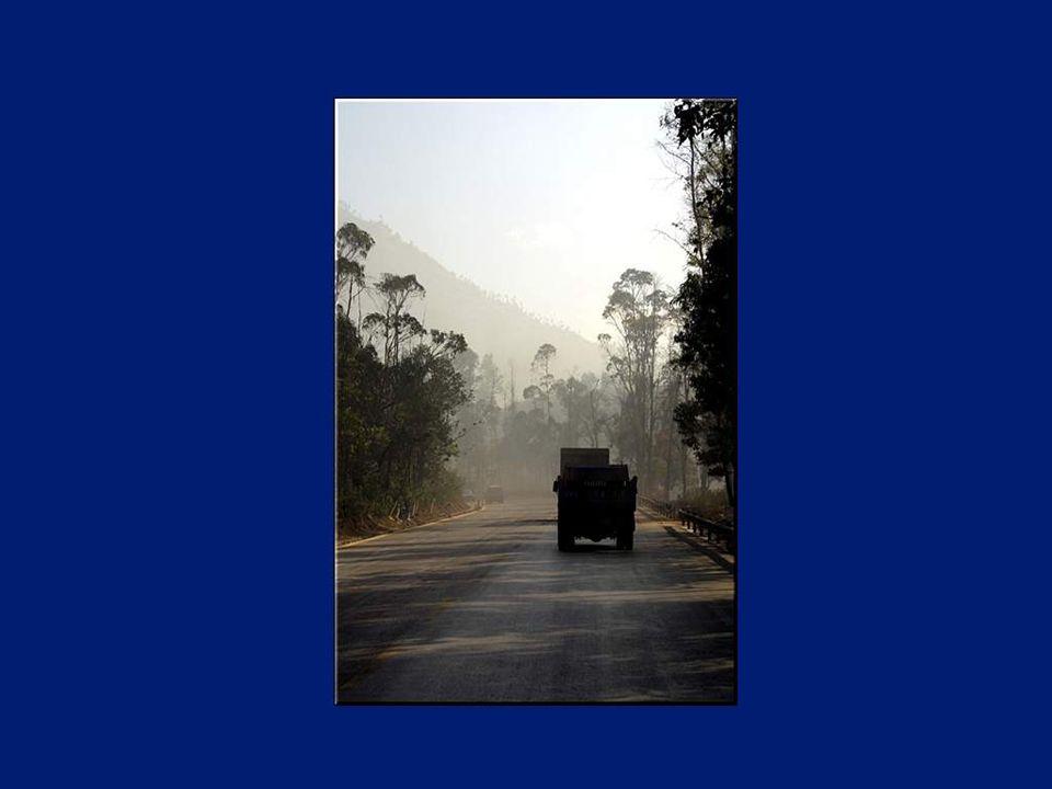 Le Yunnan s étend du plateau tibétain, aux portes du Vietnam, jusqu'au Laos et à la Birmanie.