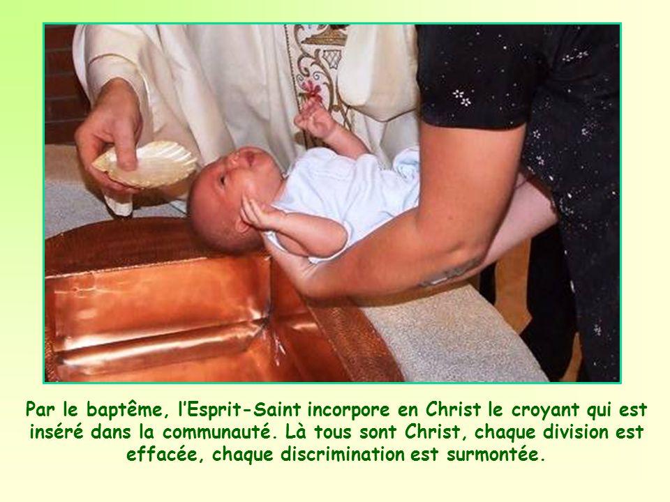 En effet ce corps original que composent les membres de la communauté est vraiment le Corps du Christ. Le Christ continue à vivre dans son Eglise et l