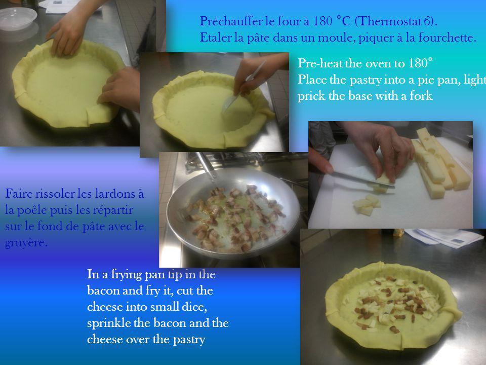 Préchauffer le four à 180 ° C (Thermostat 6). Etaler la pâte dans un moule, piquer à la fourchette.