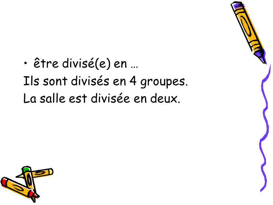 être divisé(e) en … Ils sont divisés en 4 groupes. La salle est divisée en deux.