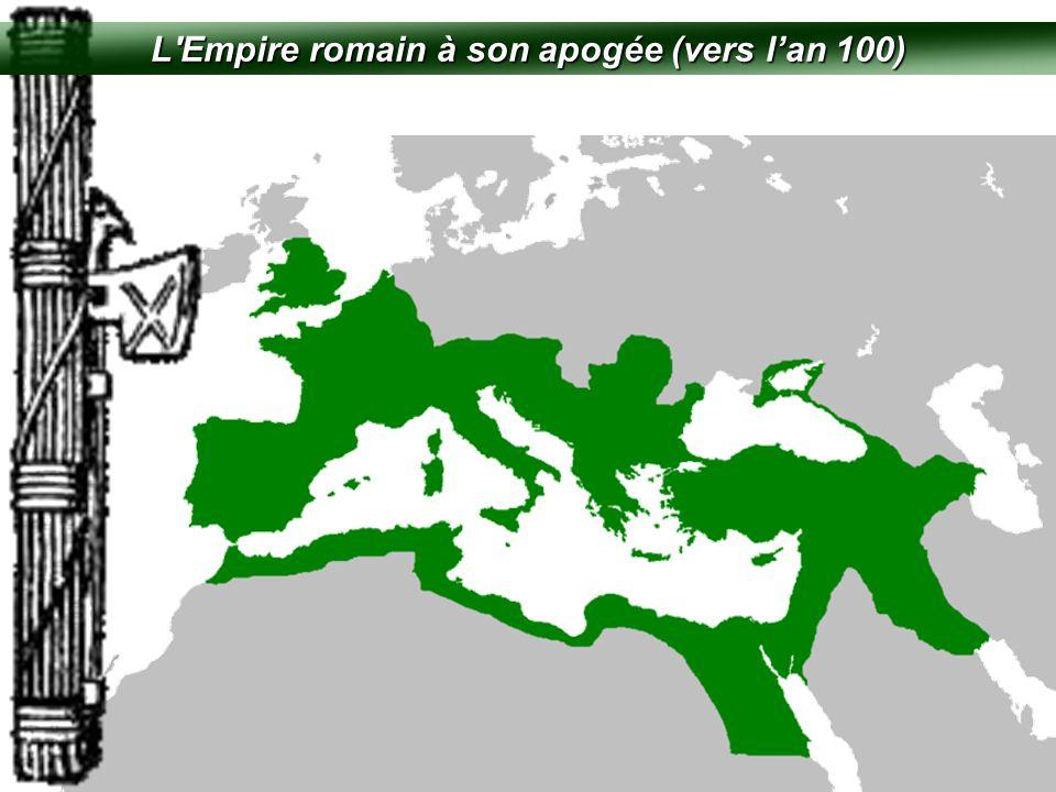 LE FASCISME EN ITALIE  Mené par Mussolini  Fondé en 1922  Buts de gagner plus de territoire et de récréer l'Empire Romain de César (un idol de Mussolini)