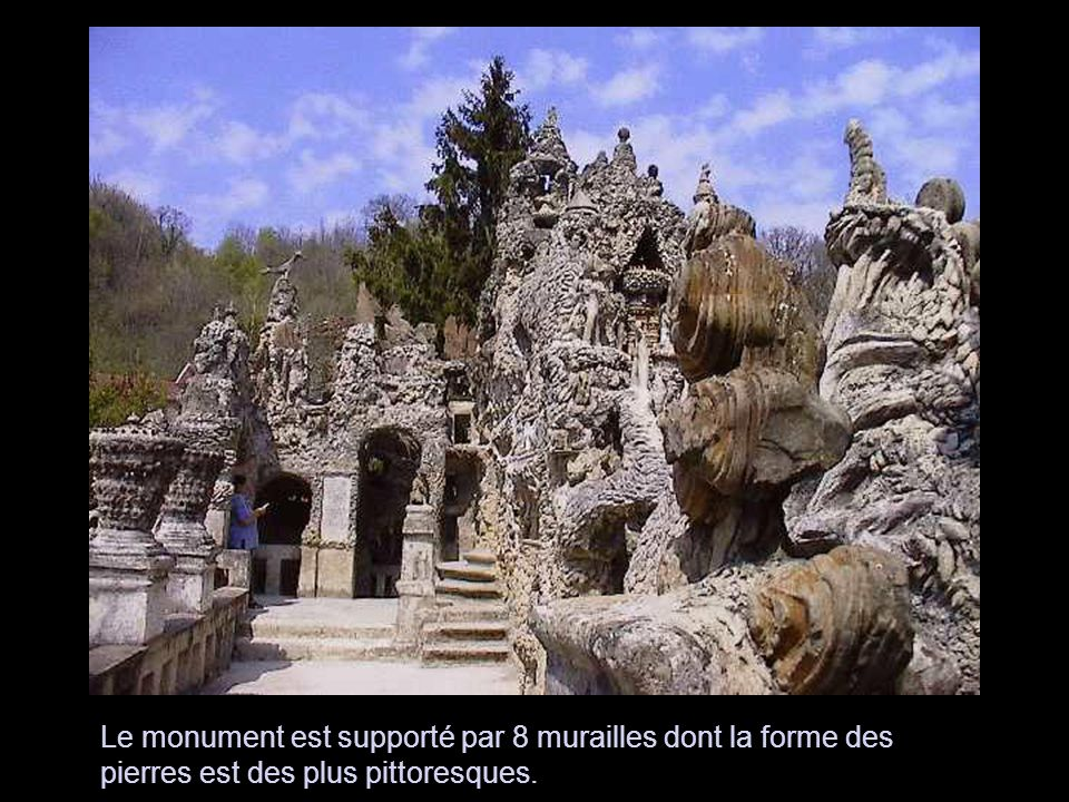 Sur ce rocher souterrain j'ai élevé le monument dont la largeur a douze pieds et la longueur 15.