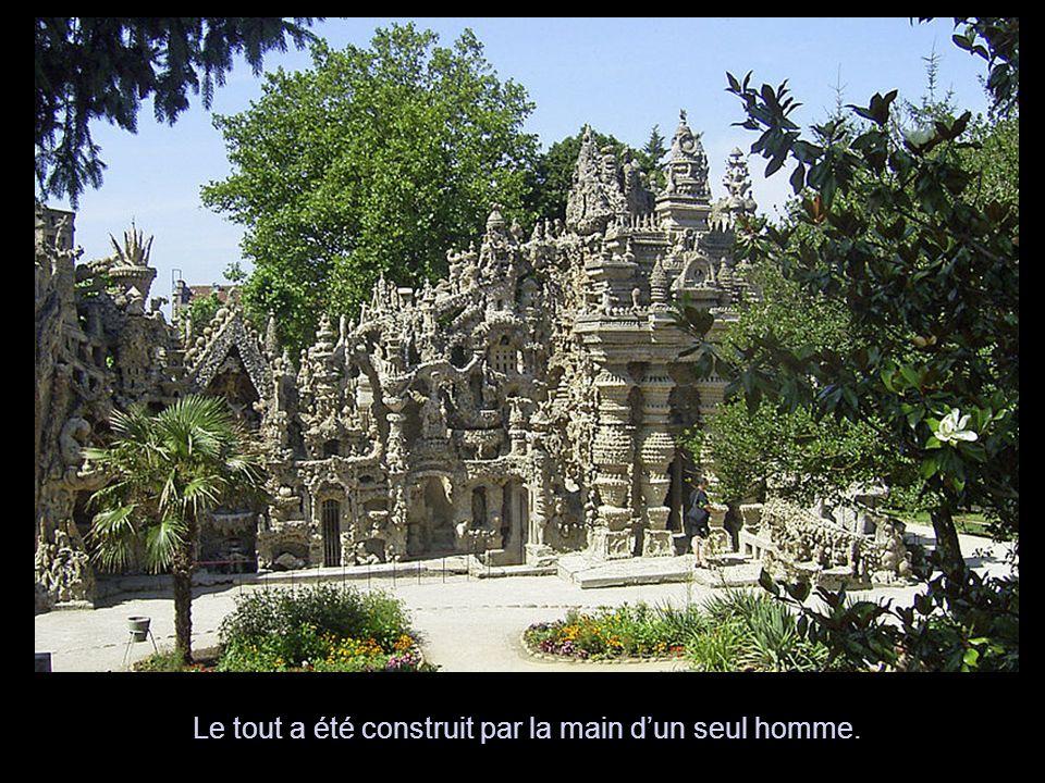 La forme entière de ce travail qui n'est qu'un seul bloc de rocaille a environ 600 mètres cube de pierres dans son ensemble.