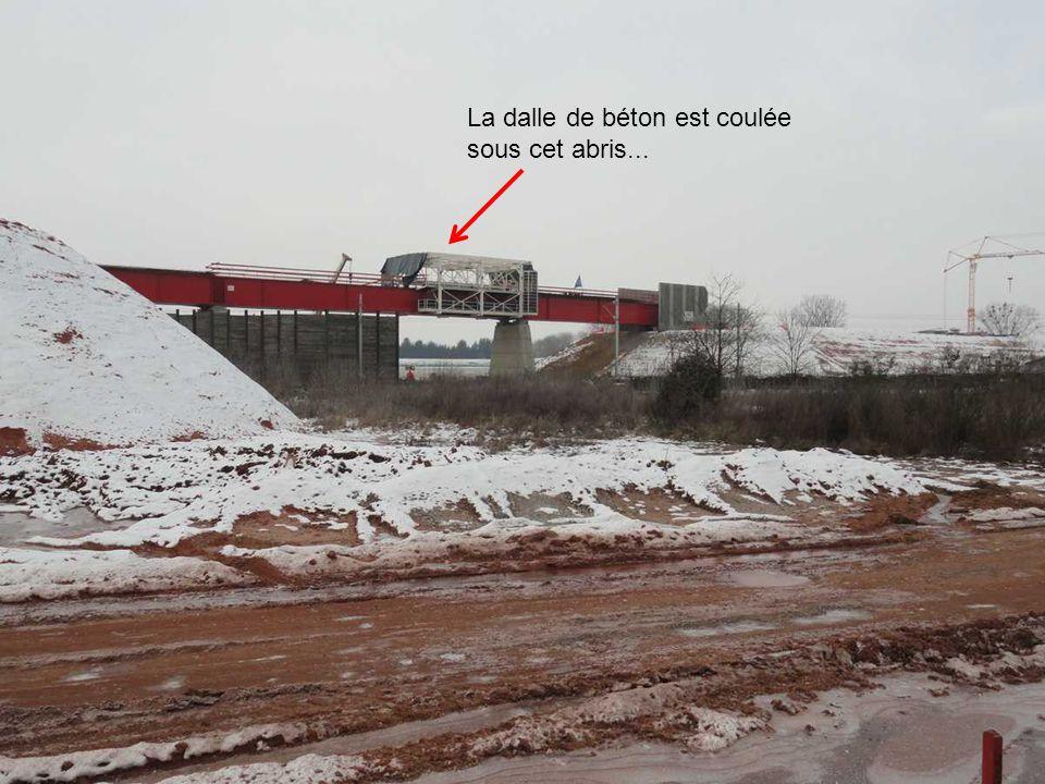 Des plots qui attendent les poutrelles stockées sur les convois exceptionnels...elles seront posées ce samedi soir à minuit le 8 décembre 2012. En eff