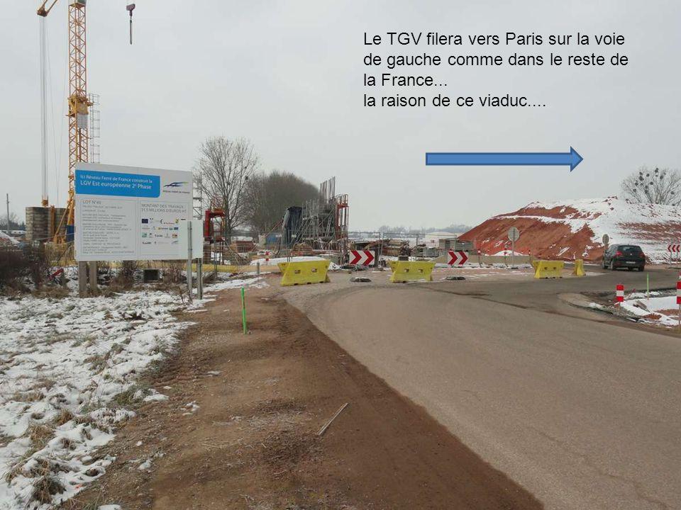 Le deuxième pont qui permettra d'accéder à Eckwersheim....les ferrailleurs sont au travail..