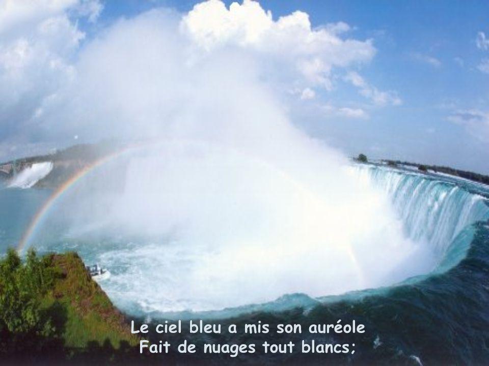 Pour y admirer les majestueuses chutes là-bas Qui y grondent depuis douze mille ans.