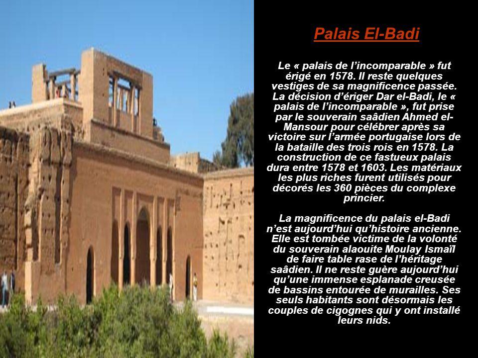 Le « palais de l'incomparable » fut érigé en 1578. Il reste quelques vestiges de sa magnificence passée. La décision d'ériger Dar el-Badi, le « palais