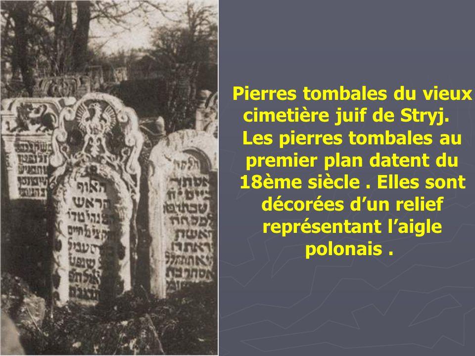 Pierre tombale de Jacob Meshullam ben Mordechai Ze'ev Ornstein (1775-1839), le grand talmudiste, dans le vieux cimetière de Lwow. La gravure sur la pi