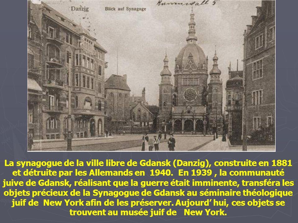 La Synagogue Tłomackie à Varsovie. Construite entre 1872 et 1878, et dessinée par Leandro Marconi, un architecte italien, elle fut détruite par les Al