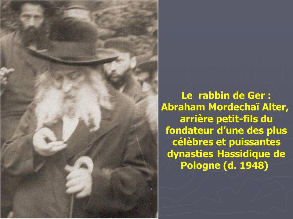 Dovid Elye, le scribe. Annopol, vers. 1912. Le scribe prépare les rouleaux de le Torah, les phylactères, mezuzoth, amulettes, et certificats de mariag