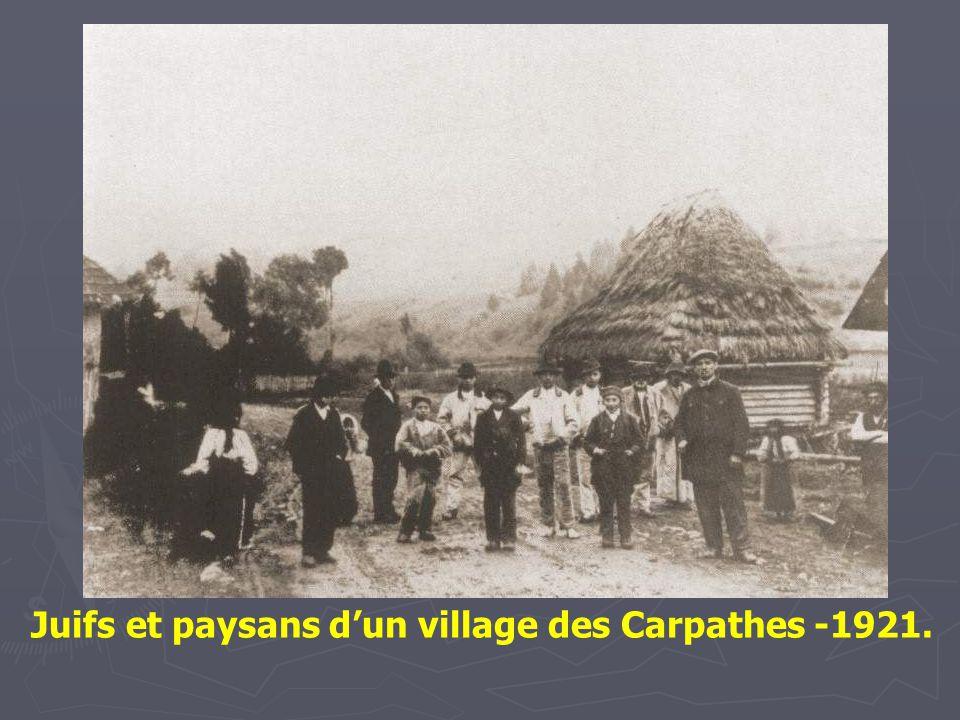 Juif montagnard à Rosachacz, un village des Beskides chaîne orientale des Carpathes.