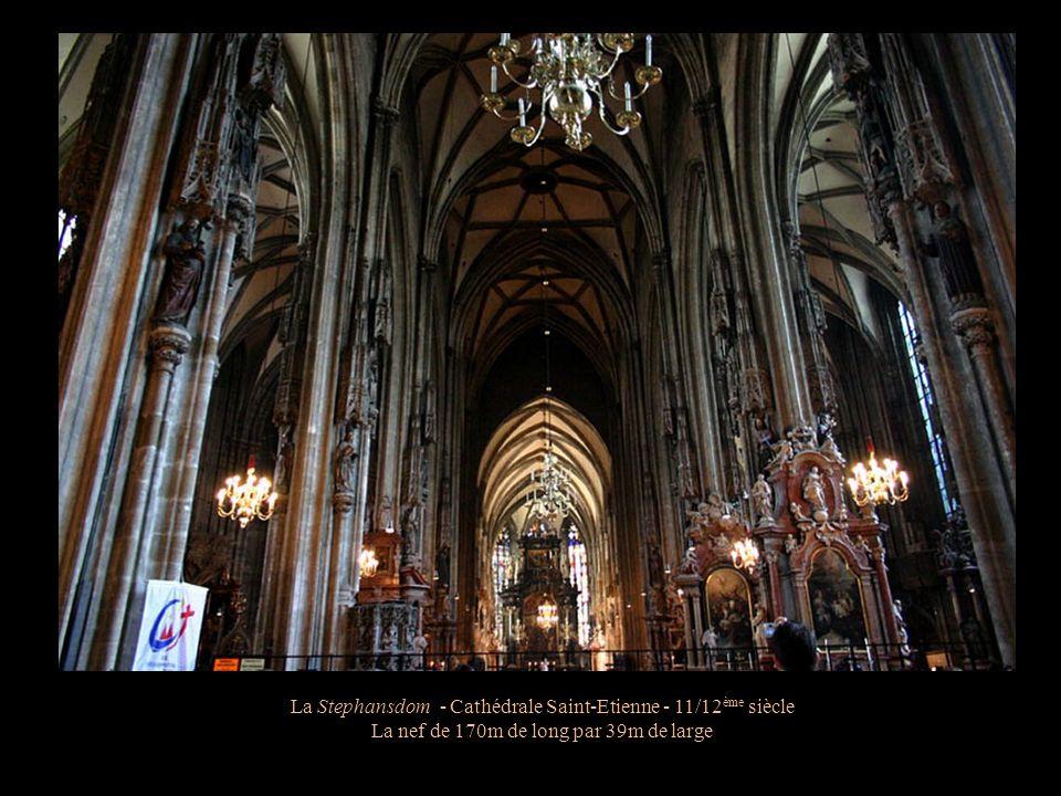La Stephansdom - Cathédrale Saint-Etienne - 11/12 ème siècle Fresque au pied de la cathédrale