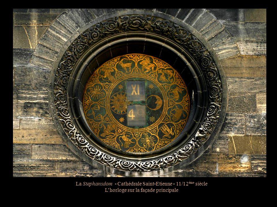 La Stephansdom - Cathédrale Saint-Etienne - 11/12 ème siècle La chaire ornée des bustes des Pères de l'Eglise Latine