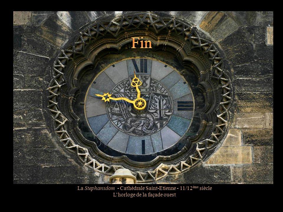 La Stephansdom - Cathédrale Saint-Etienne - 11/12 ème siècle L'horloge sur la façade principale