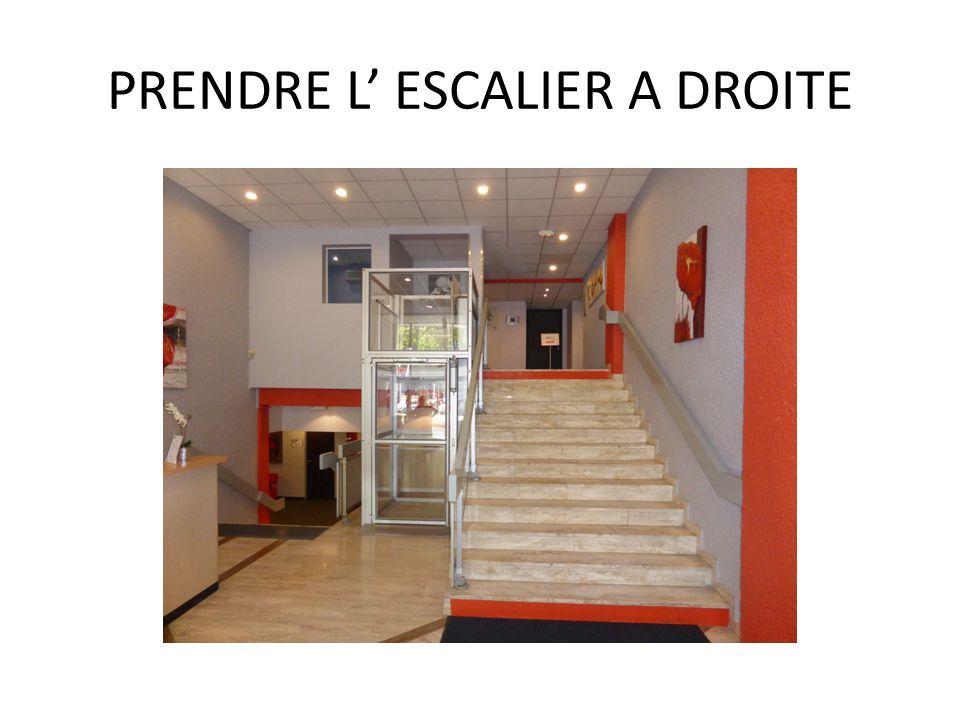 PRENDRE L' ESCALIER A DROITE
