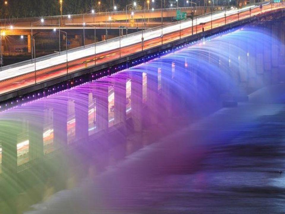 Le pont fontaine Banpo de Séoul, Corée duSud