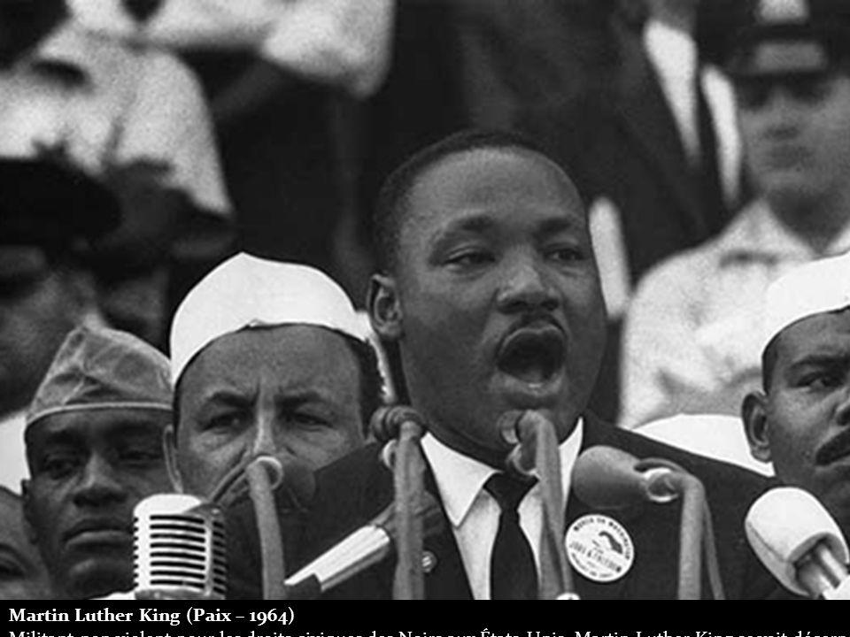 Martin Luther King (Paix – 1964) Militant non violent pour les droits civiques des Noirs aux États-Unis, Martin Luther King se voit décerner le Prix Nobel de la Paix en 1964.