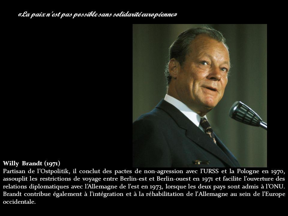 «La paix n est pas possible sans solidarité européenne» Willy Brandt (1971) Partisan de l'Ostpolitik, il conclut des pactes de non-agression avec l URSS et la Pologne en 1970, assouplit les restrictions de voyage entre Berlin-est et Berlin-ouest en 1971 et facilite l'ouverture des relations diplomatiques avec l'Allemagne de l est en 1973, lorsque les deux pays sont admis à l'ONU.