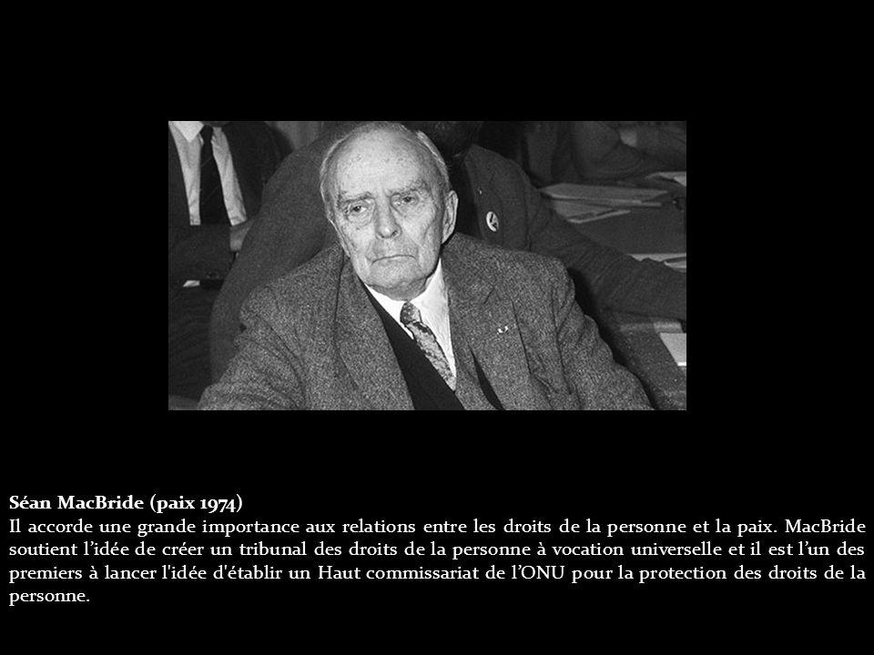 Séan MacBride (paix 1974) Il accorde une grande importance aux relations entre les droits de la personne et la paix.