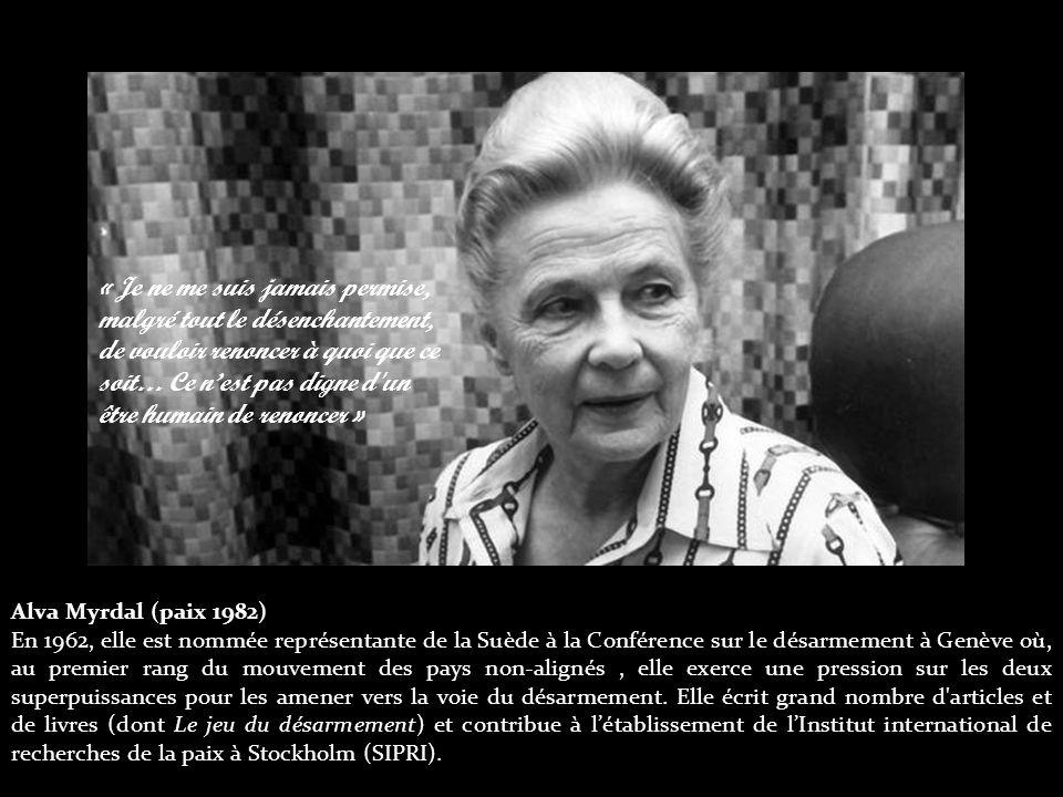 Alva Myrdal (paix 1982) En 1962, elle est nommée représentante de la Suède à la Conférence sur le désarmement à Genève où, au premier rang du mouvement des pays non-alignés, elle exerce une pression sur les deux superpuissances pour les amener vers la voie du désarmement.