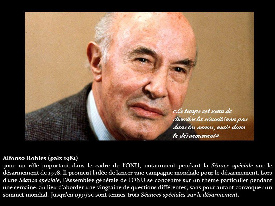 Alfonso Robles (paix 1982) joue un rôle important dans le cadre de l'ONU, notamment pendant la Séance spéciale sur le désarmement de 1978.