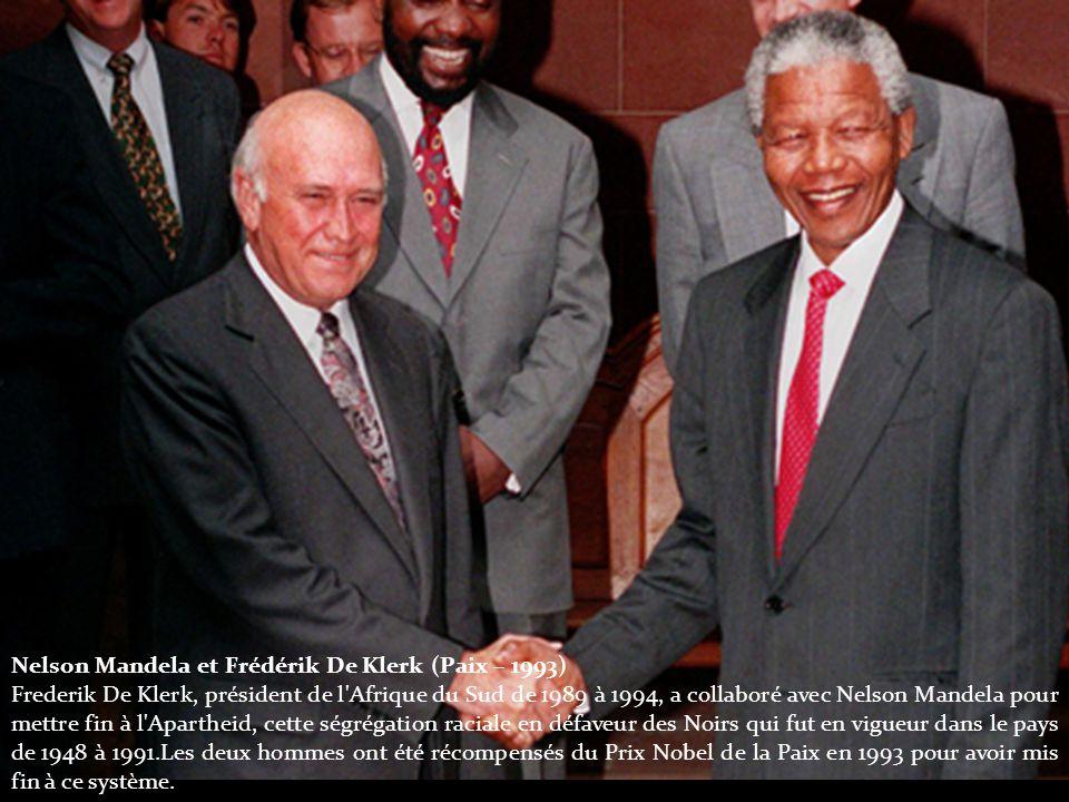 Nelson Mandela et Frédérik De Klerk (Paix – 1993) Frederik De Klerk, président de l Afrique du Sud de 1989 à 1994, a collaboré avec Nelson Mandela pour mettre fin à l Apartheid, cette ségrégation raciale en défaveur des Noirs qui fut en vigueur dans le pays de 1948 à 1991.Les deux hommes ont été récompensés du Prix Nobel de la Paix en 1993 pour avoir mis fin à ce système.