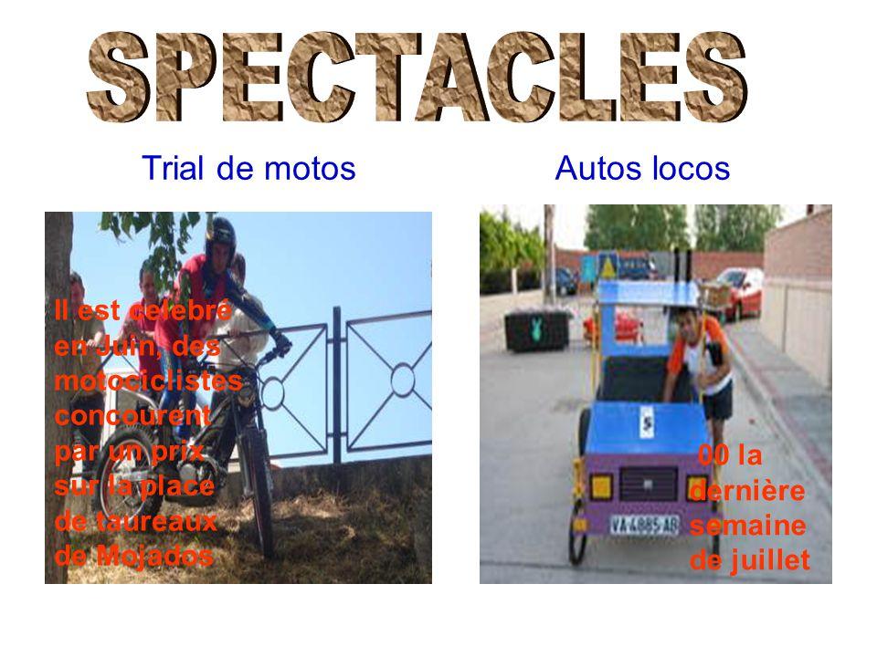 Trial de motos Il est celebré en Juin, des motociclistes concourent par un prix sur la place de taureaux de Mojados Autos locos 00 la dernière semaine de juillet