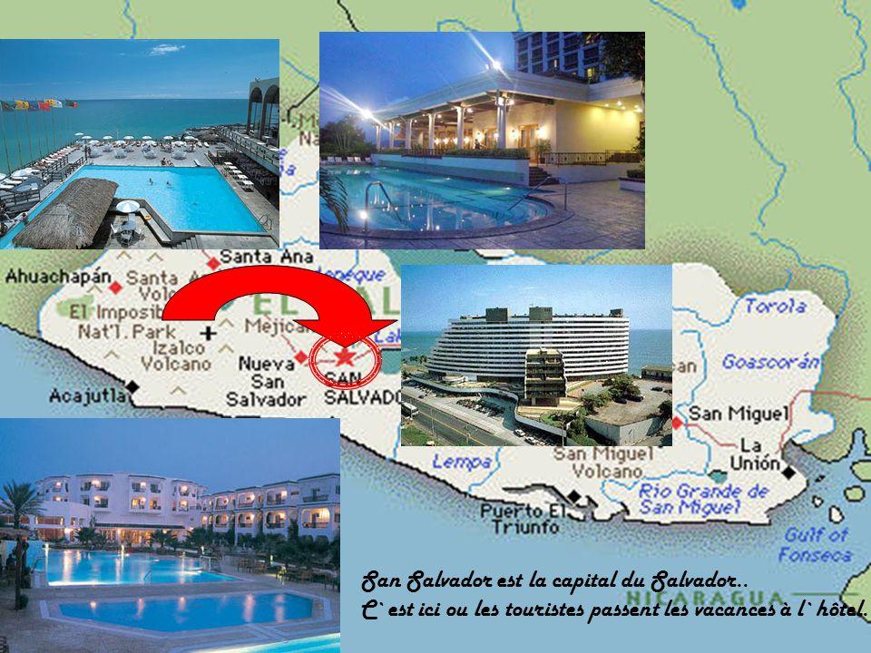San Salvador est la capital du Salvador.. C`est ici ou les touristes passent les vacances à l`hôtel.