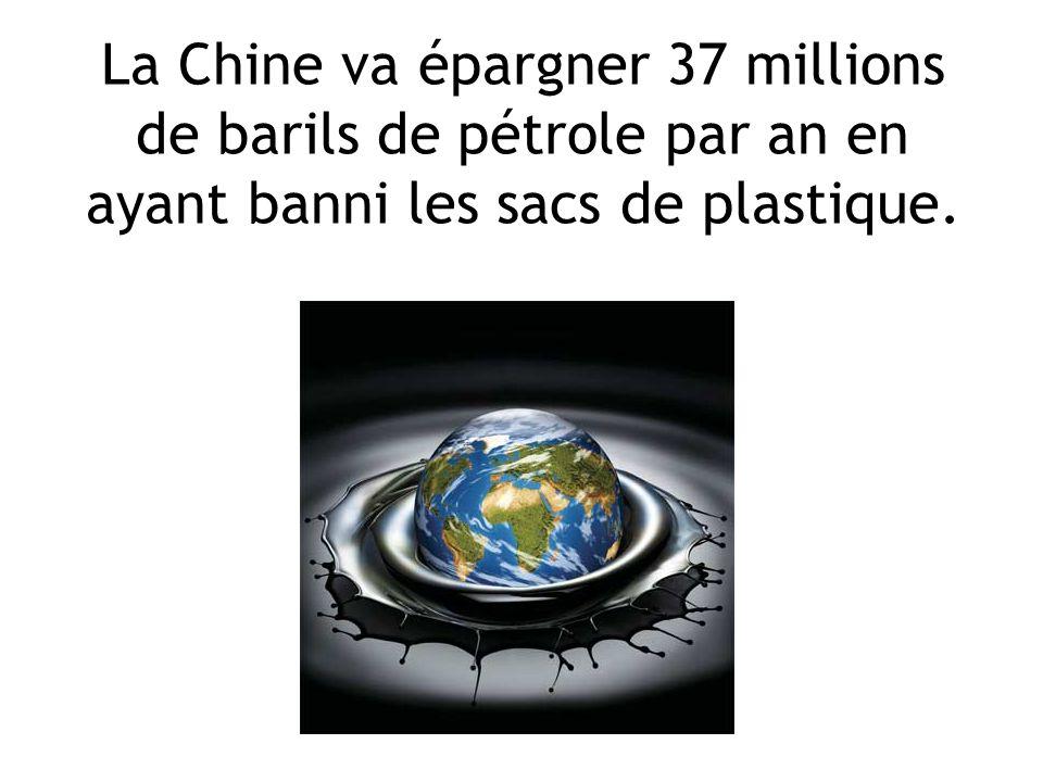 La Chine va épargner 37 millions de barils de pétrole par an en ayant banni les sacs de plastique.