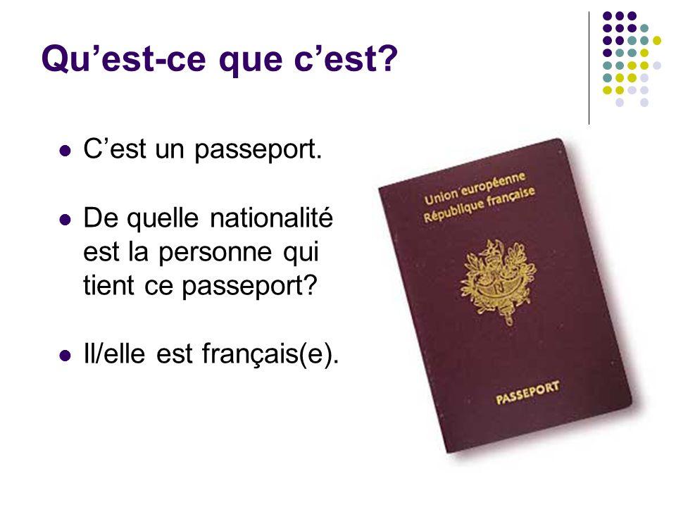 Qu'est-ce que c'est? C'est un passeport. De quelle nationalité est la personne qui tient ce passeport? Il/elle est français(e).