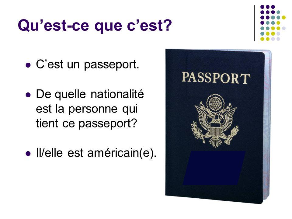 Qu'est-ce que c'est? C'est un passeport. De quelle nationalité est la personne qui tient ce passeport? Il/elle est américain(e).