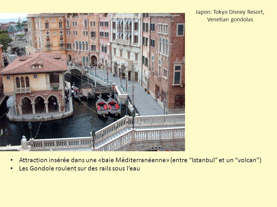 Japon: Tokyo Disney Resort, Venetian gondolas Attraction insérée dans une «baie Méditerranéenne» (entre Istanbul et un volcan ) Les Gondole roulent sur des rails sous l'eau