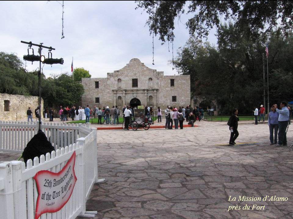 La Mission d'Alamo près du Fort