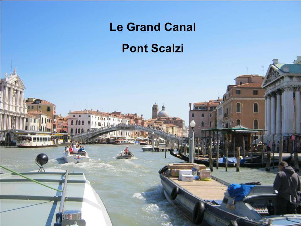 Le Grand Canal près de Piazzale Roma Le Pont de la Constitution