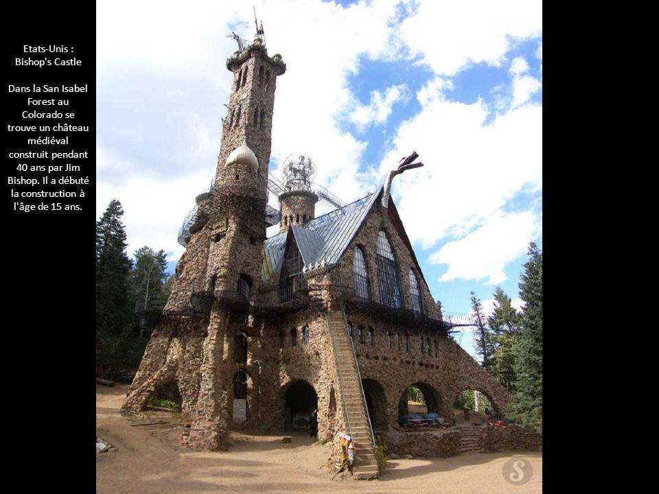 Etats-Unis : Bishop's Castle Dans la San Isabel Forest au Colorado se trouve un château médiéval construit pendant 40 ans par Jim Bishop. Il a débuté