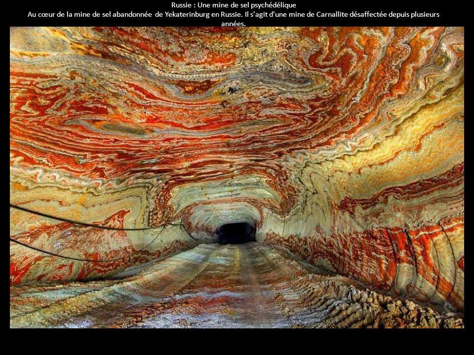 Russie : Une mine de sel psychédélique Au cœur de la mine de sel abandonnée de Yekaterinburg en Russie. Il s'agit d'une mine de Carnallite désaffectée